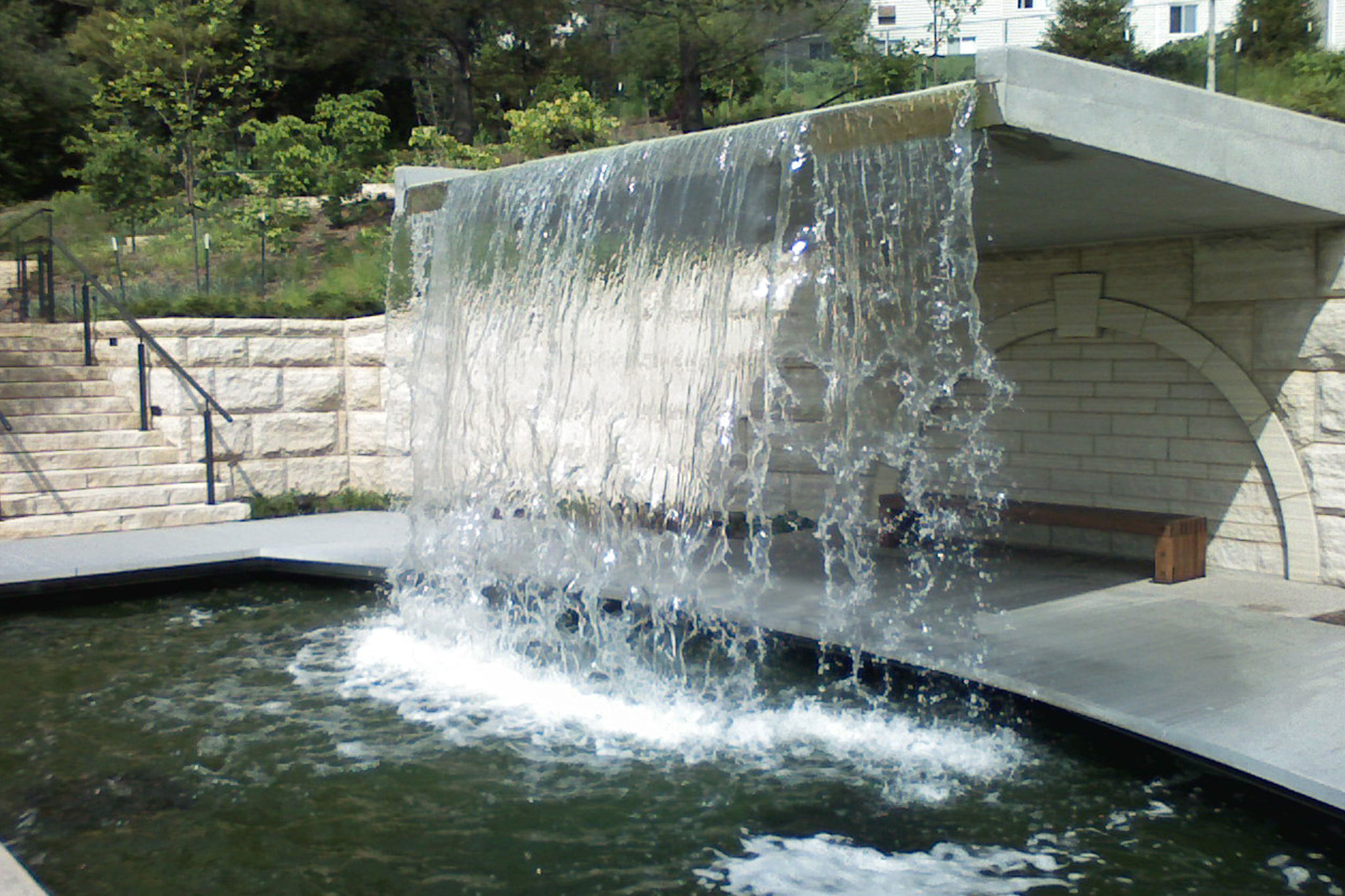 Des moines botanical garden waterfall delta fountains for Waterfall fountain